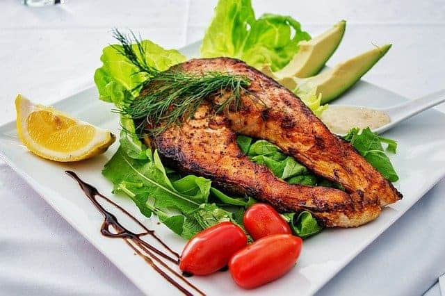 烤三文鱼和蔬菜