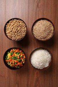 groats豌豆和蔬菜碗