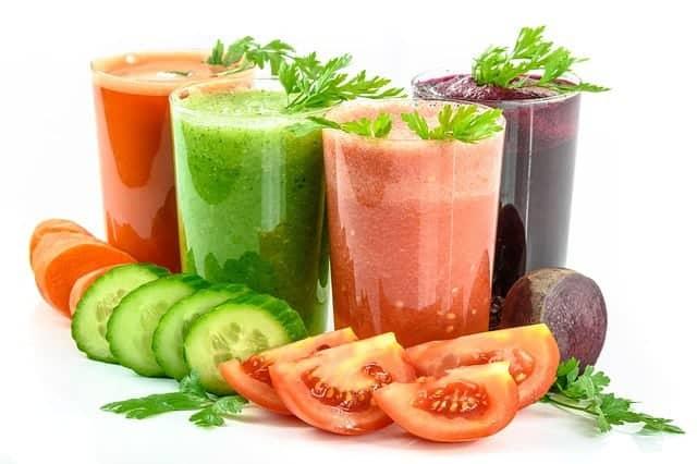 蔬菜鸡尾酒和蔬菜
