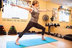 女人练瑜伽
