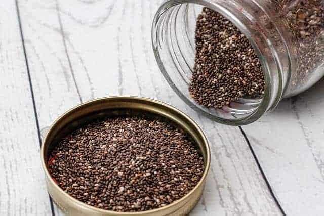 chia种子在罐子里。