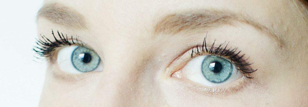 蓝眼睛的女人