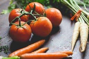 西红柿、胡萝卜和香菜