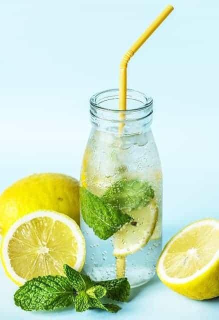 一瓶柠檬薄荷水