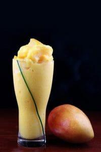 芒果和芒果水果鸡尾酒
