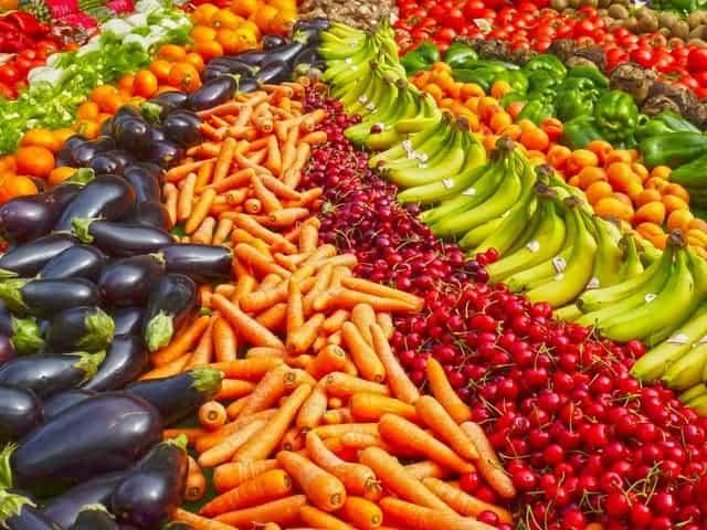摊位上的蔬菜
