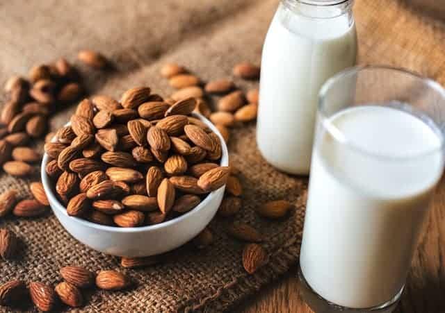 杏仁和牛奶