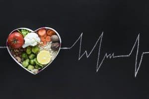 心形碗里的健康食品
