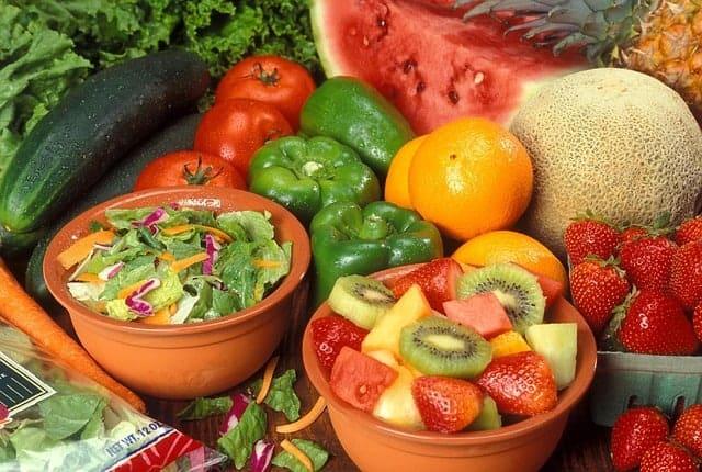 静脉曲张的饮食--水果和蔬菜。