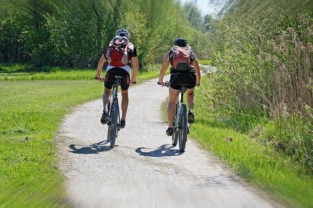 活动,人们骑自行车