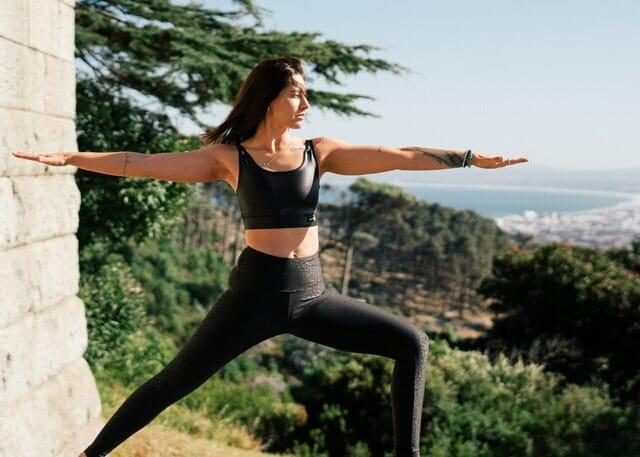 练瑜伽的女人